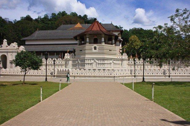 Храм Зубы Будды в Канди на Шри-Ланке