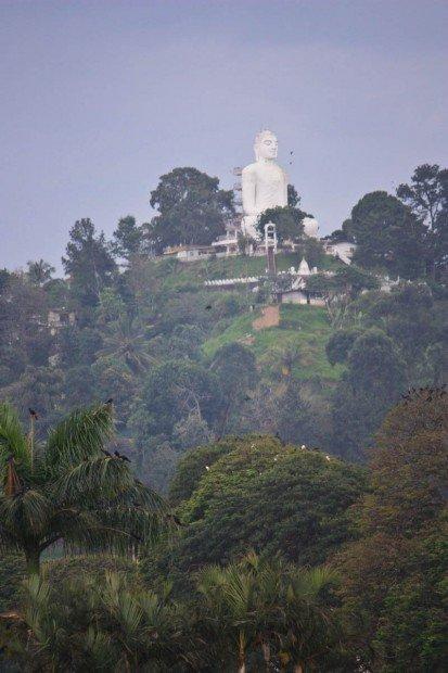 Статуя Будды в Канди